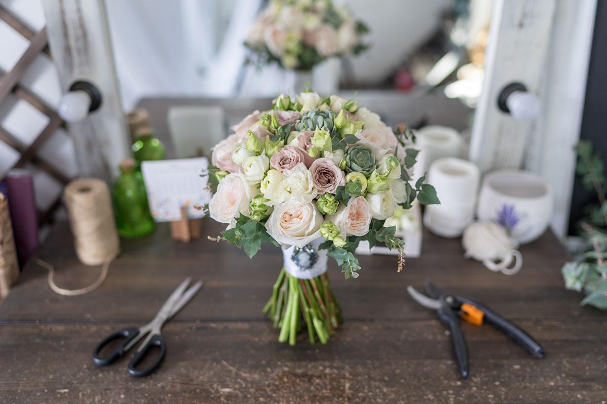 Букет невесты ранункулюсы и английские розы, цветы волгограде
