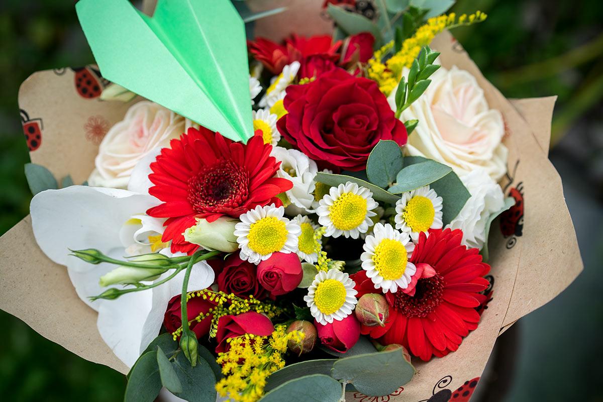 101 роза, букет из одной герберы к 1 сентябрю
