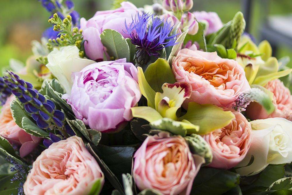 Букет английских роз, букет хризантем