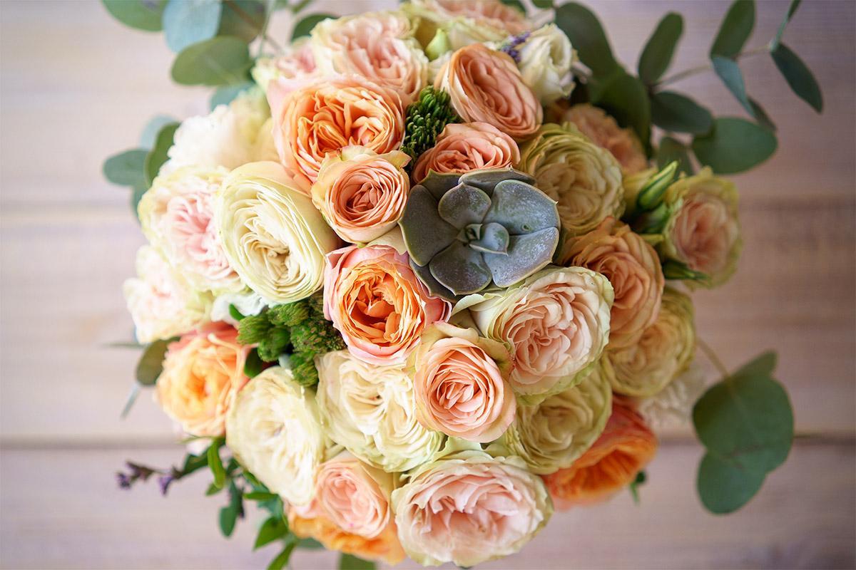 Роскошный свадебный букет из пионовидных роз спб, свадебные букеты спб