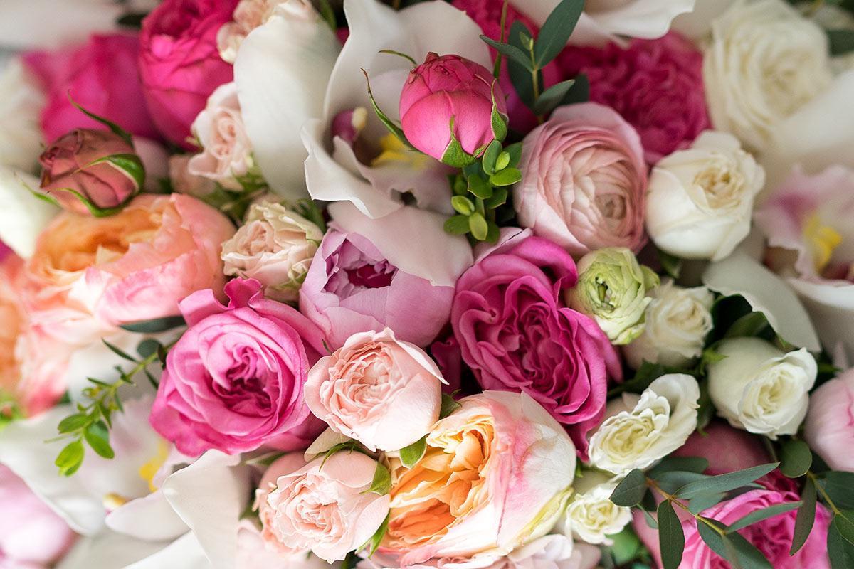 Красивые открытки с розами пионовидными, садовник